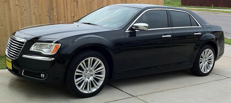 800px-2011_Chrysler_300C