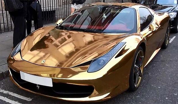 Super Rich People Arrive in London with their Supercars
