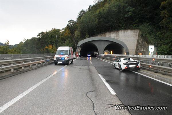 McLaren 650S Spider crashed on a highway in Austria
